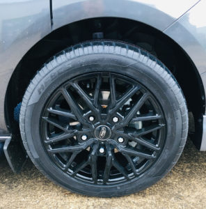 "Ford Custom 320 DCIV 185ps Auto 18"" Upgraded Alloy Wheels-6-Quadrant Vehicles"